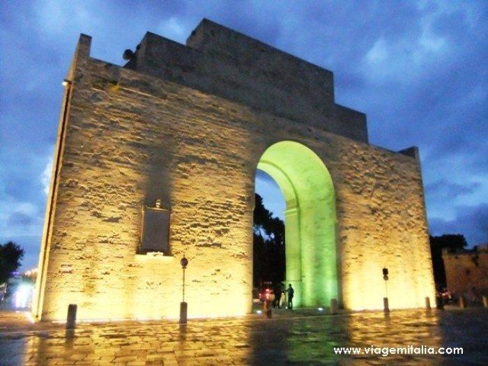 O que ver em Lecce: Porta Napoli.