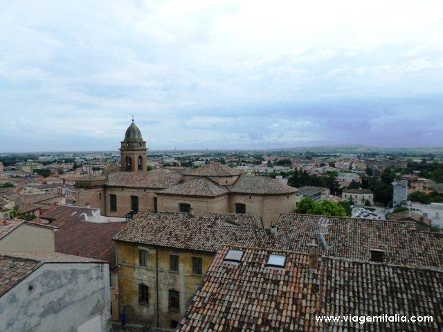 Visão do alto de Santarcangelo di Romagna, província de Rimini.