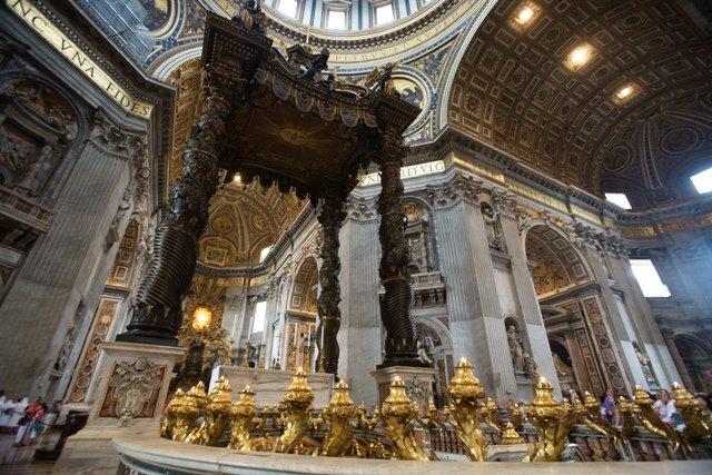 Curiosidades da Basílica de São Pedro. Baldaquino.