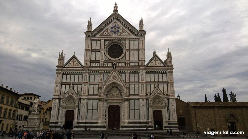 Basílica de Santa Cruz em Florença, Itália