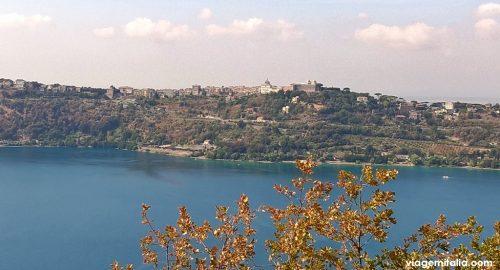 Na estrada para Nemi, temos a vista do Lago de Albano e de Castel Gandolfo.