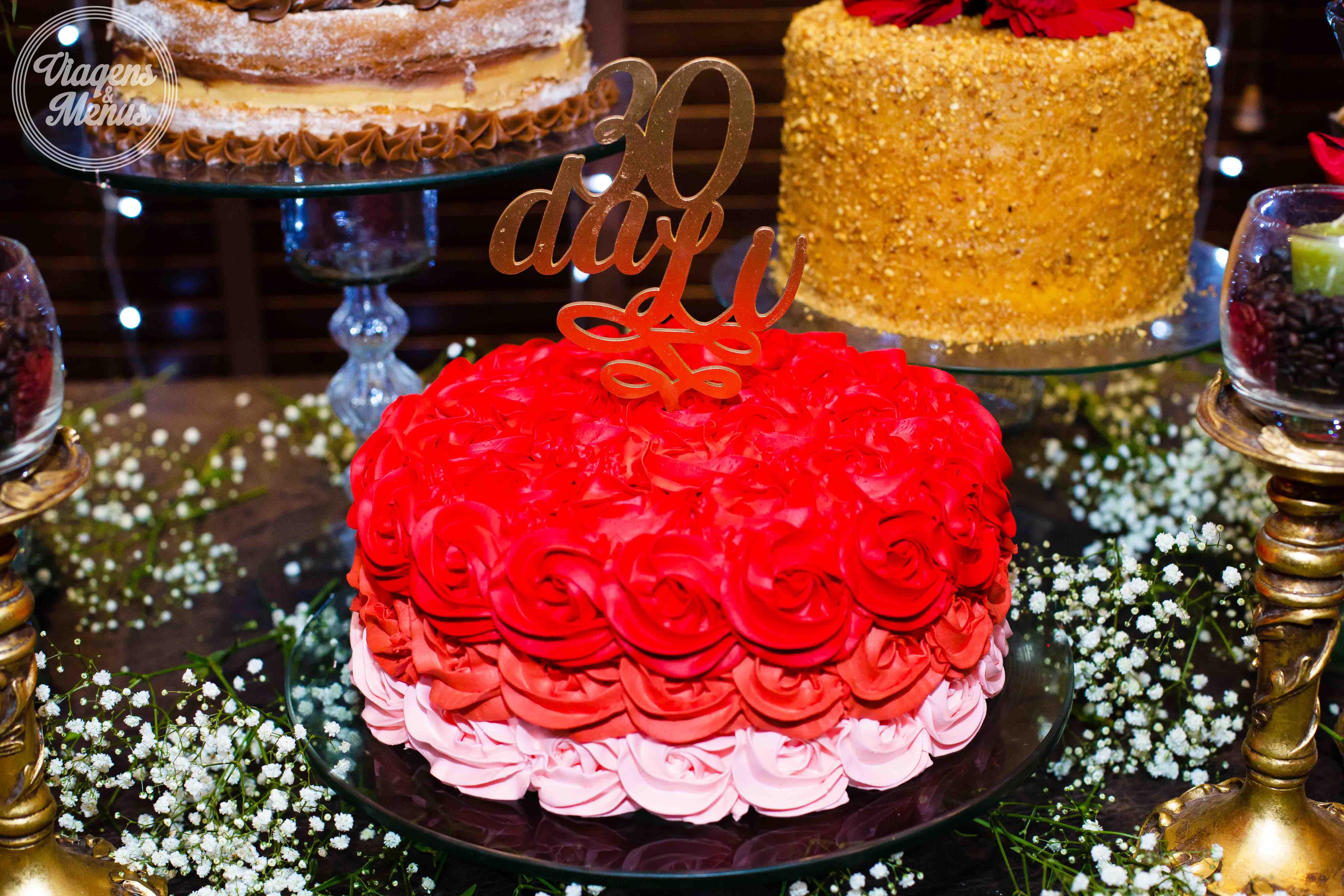 Trintei festa de 30 anos para inspirar 30 anos 20 o bolo da coccinella doces finos foi um ombr vermelho lindo sofisticado e deixou a mesa um luxo s a massa era branca com recheios de altavistaventures Gallery
