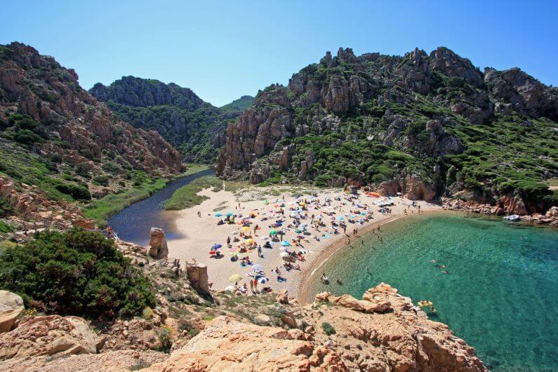 Costa_Paradiso,_spiaggia_di_Li_Cossi_-_panoramio