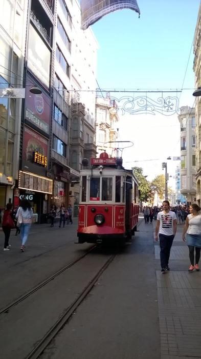 taksim tram rosso