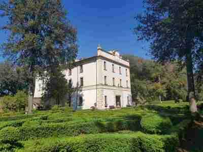Villa Savorelli e il suo giardino a Sutri