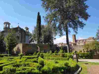 La chiesa di Santa Maria del Monte e Sutri sullo sfondo