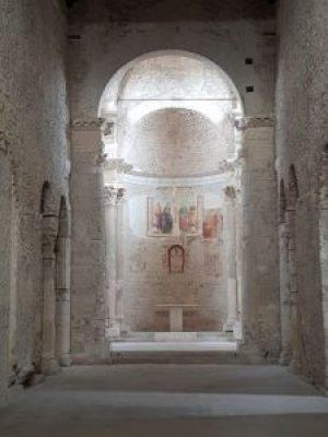 Basilica di San Salvatore, interno. Spoleto