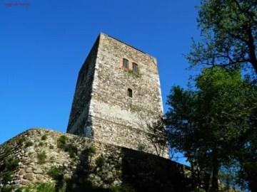 Rocca di Solferino, veduta dal basso.