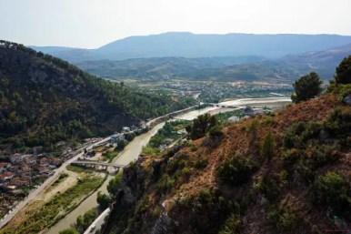 Panorama dall'alto del castello di Berat, una delle città da visitare in albania