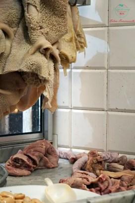 trippa alla genovese nella vetrina dell'antica tripperia di vico casana