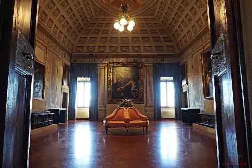 Salone al primo piano della Villa Medicea di Cerreto Guidi.
