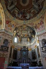 Interni del Santuario della Madonna del Sasso. visitare il lago d'orta