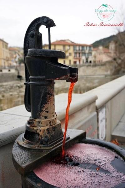 fontana di rossese a dolceacqua, uno dei borghi liguri da visitare nella riviera di ponente.