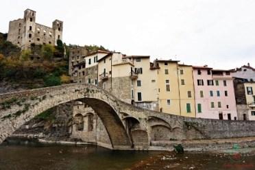 Il ponte medioevale di dolceacqua, uno dei borghi liguri da visitare