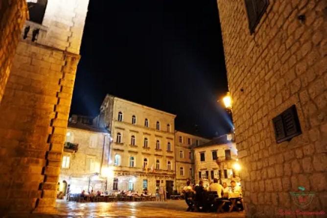 cosa vedere a kotor di sera: la piazza