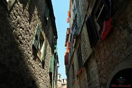 cosa vedere a kotor: scorci della città montenegrina.