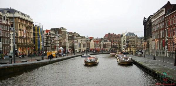 Per visitare amsterdam in 4 giorni bisogna fare una passeggiata lungo i canali.