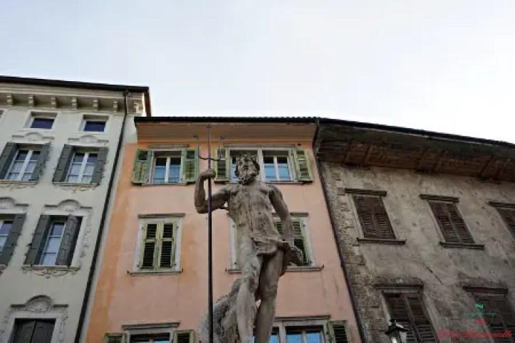 cosa vedere a Rovereto: la fontana del Nettuno in Piazza Cesare Battisti.