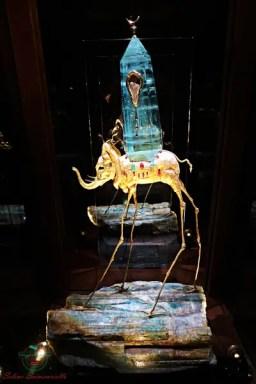 cosa vedere a figueres: la collezione di gioielli creata da Dalì.
