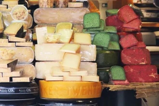 cosa mangiare ad amsterdam: i formaggi olandesi tipo gouda e edam.