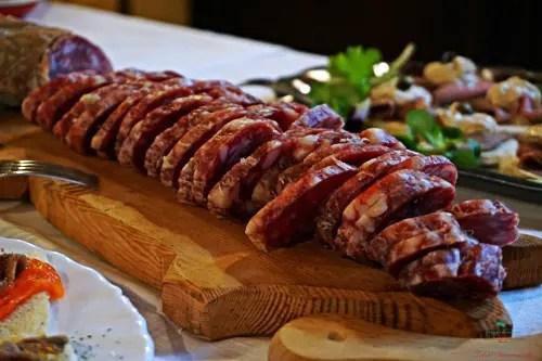 Tagliere di Salame tipico piemontese.