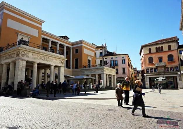 Il Caffè Pedrocchi di Padova è uno dei luoghi più famosi della città.