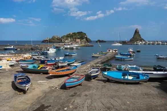 Aci Trezza, il paese siciliano de I Malavoglia di Giovanni Verga.