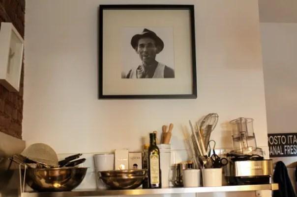 Fotografia dei parenti italiani del proprietario di un posto italiano, un ristorante italiano a Brooklyn.