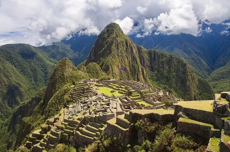 """Machu Picchu assomiglia all'ambientazione de """"Le follie dell'imperatore"""", uno dei cartoni animati che invogliano a viaggiare."""