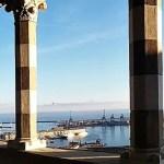 cosa visitare a genova: La terrazza del Castello d'Albertis con il giovane Colombo.
