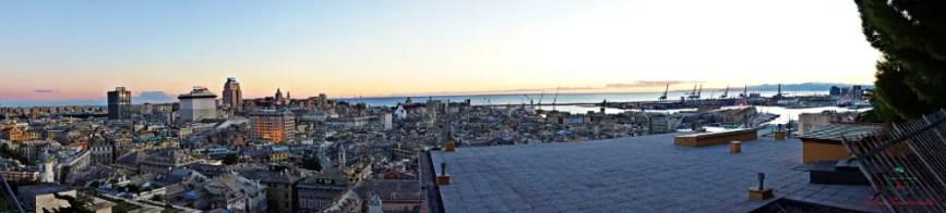 Panoramica da Spianata Castelletto, uno dei migliori punti panoramici di Genova.