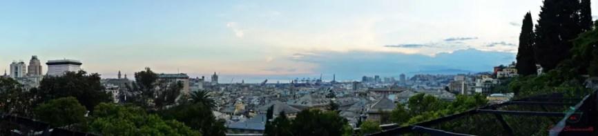 Panoramica di Genova dall'alto dal terrazzo del Museo d'Arte Orientale Edoardo Chiossone.