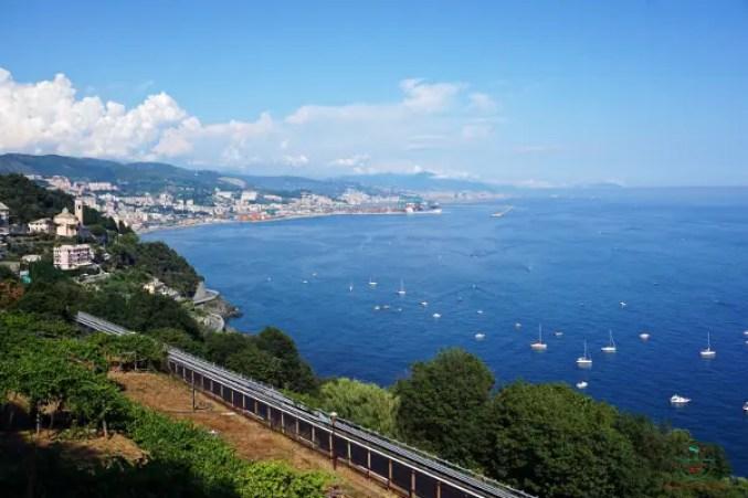 Panorama di Genova dall'alto da Crevari.