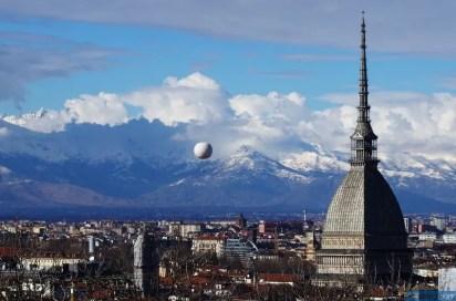 Torino e la mongolfiera di Borgo Dora. © Soluzioni Artistiche, Turin Eye.