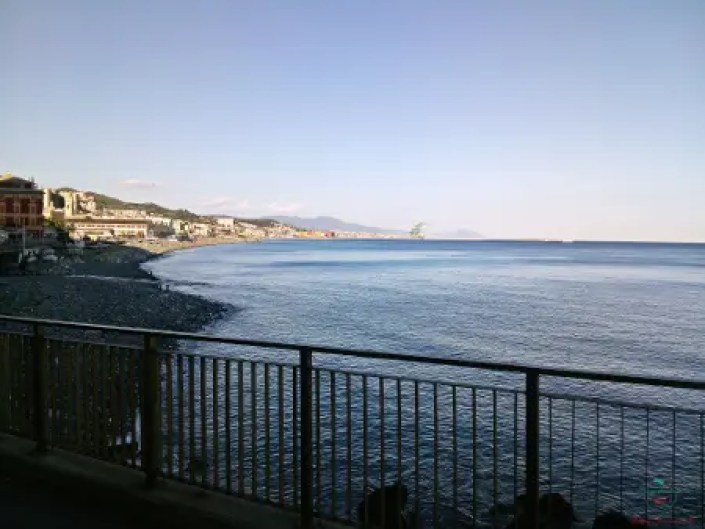 La spiaggia di Voltri, una delle migliori spiagge di Genova.