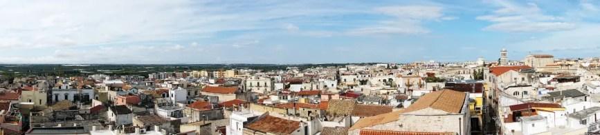 Se vuoi sapere cosa vedere a Ruvo di Puglia e dintorni non dimenticarti di salire sulla Torre dell'Orologio per ammirarne il panorama.