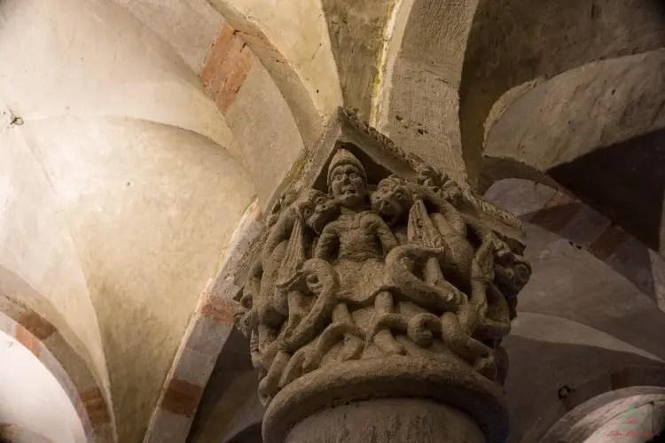 Capitello della cripta della Chiesa di San Michele Maggiore.
