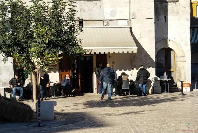 Cosa vedere sul Gargano: la piazza di Ischitella.