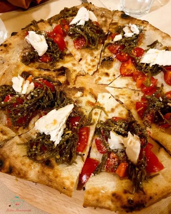 Cosa mangiare a Carpino e dintorni: Pizza di grano arso con salicornia.