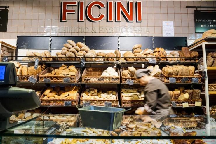Il panificio Ficini è uno dei posti migliori dove mangiare a San Salvario a Torino.