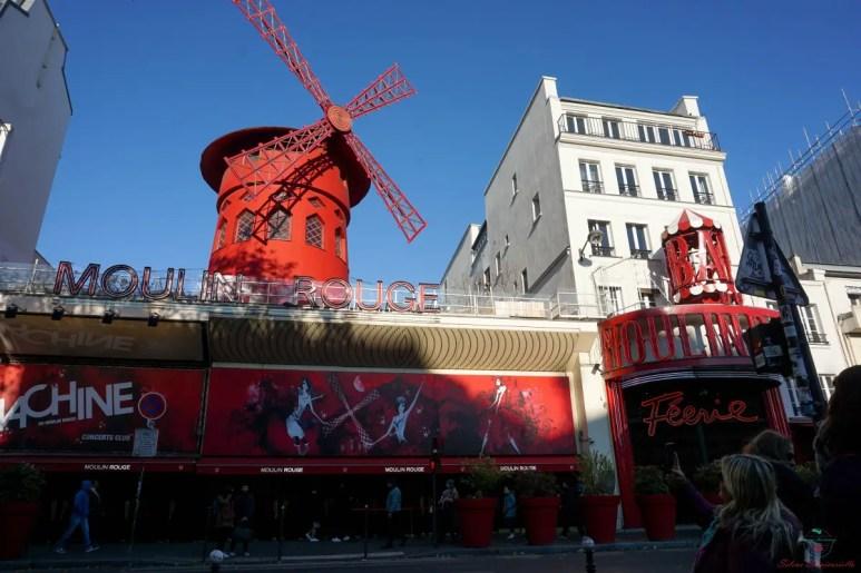 Il Moulin Rouge a Pigalle, tappa fondamentale per visitare parigi in un giorno.