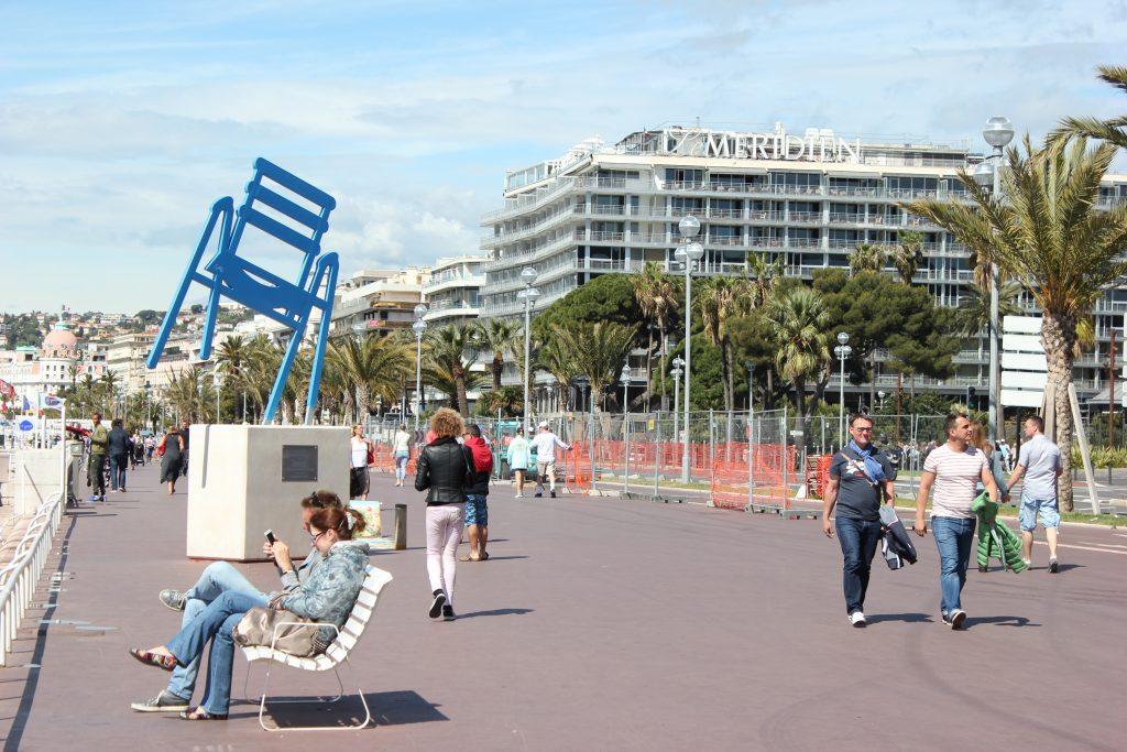 Sedie Blu Nizza : Le sedie blu di nizza sulla promenade viaggi e merende
