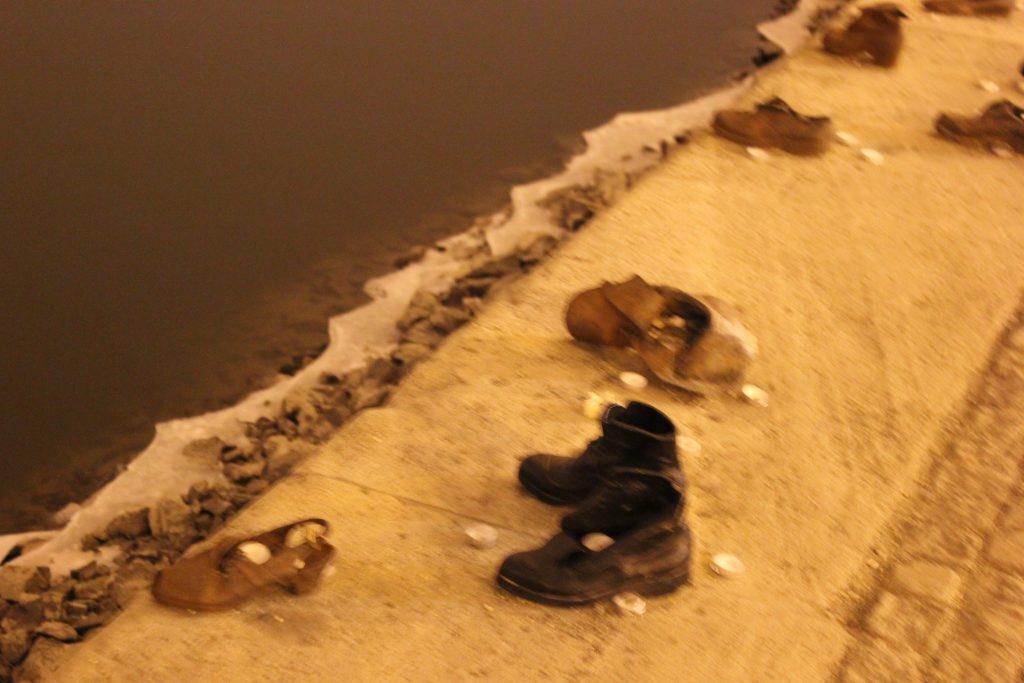LE scarpe sulla riva del Danubio