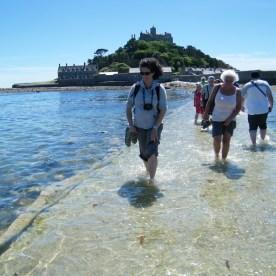 Tornando da St Michael's Mount a piedi.. con la marea che sale!