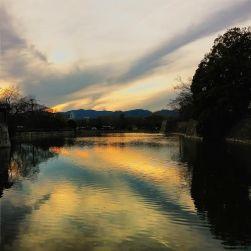 """""""New Born"""". Hiroshima lascia senza fiato e la forza della rinascita è palpabile in ogni suo angolo. E in questo meraviglioso tramonto."""
