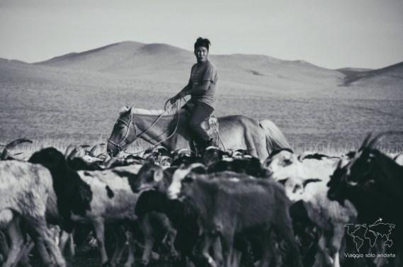 Nomadi mongoli a cavallo