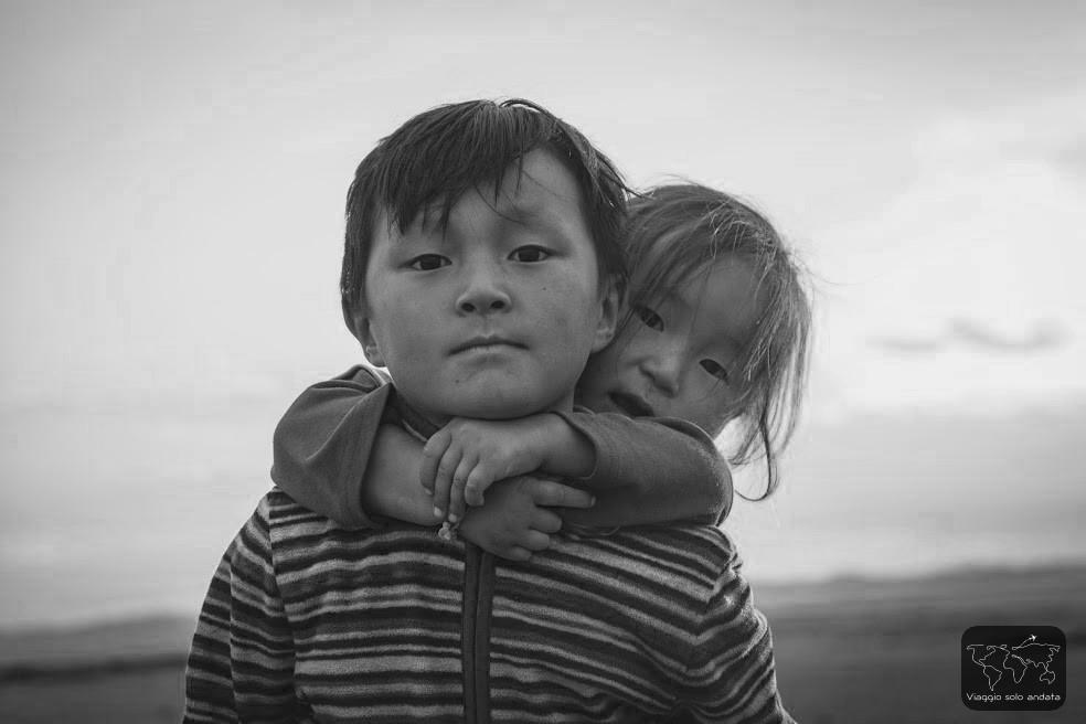 bambini nomadi mongoli