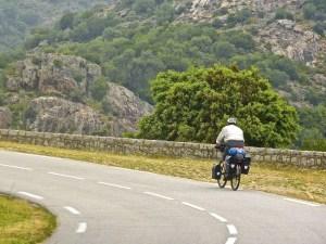 Pedalando su asfalto verso Santiago