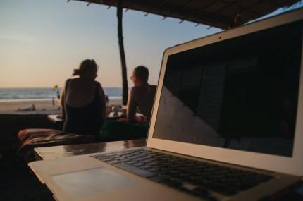 Una postazione di lavoro da remoto in India