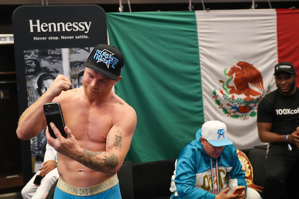 Canelo video calls family to celebrate